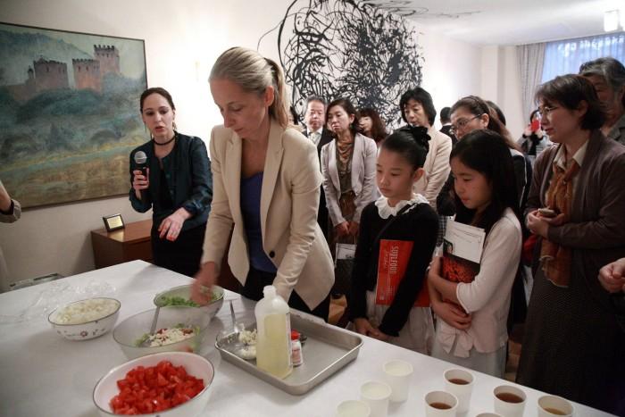 国際芸術家センター「大使館でお茶を第2回セルビア大使館」レクチャー。
