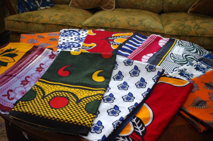 国際芸術家センター「大使館でお茶を第1回タンザニア大使館」伝統的布、カンガ。