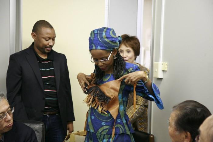 国際芸術家センター「大使館でお茶を第3回ボツワナ大使館」ボツワナの伝統的衣装。