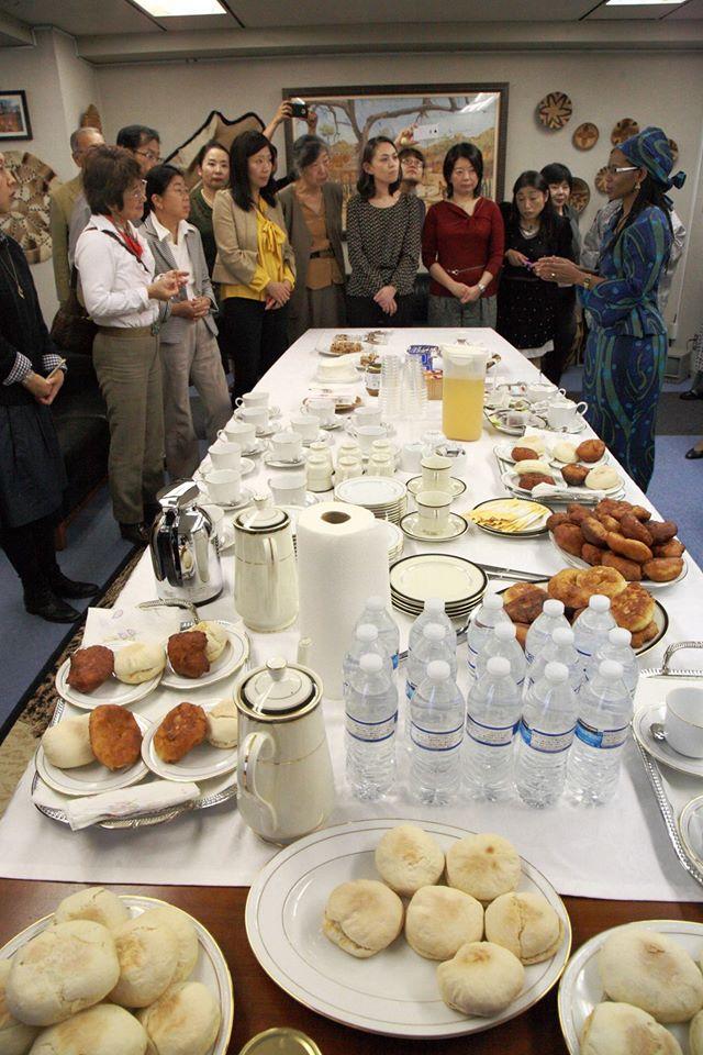 国際芸術家センター「大使館でお茶を第3回ボツワナ」懇親タイム