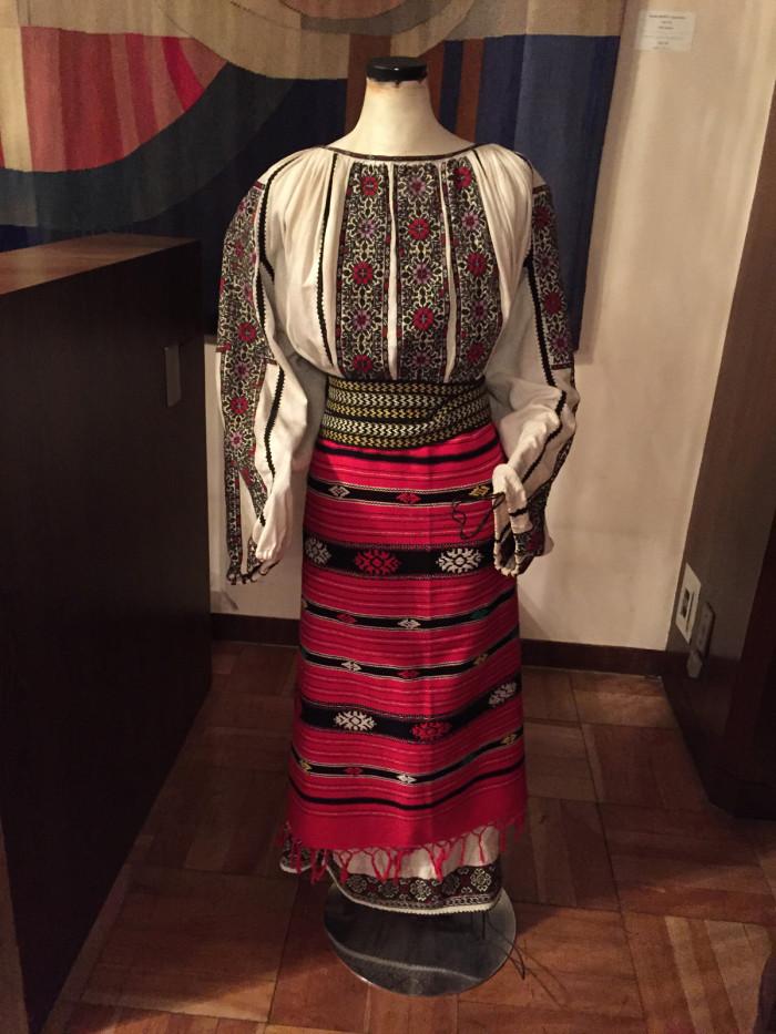 国際芸術家センター「大使館でお茶を第8回ルーマニア」ルーマニア伝統衣装