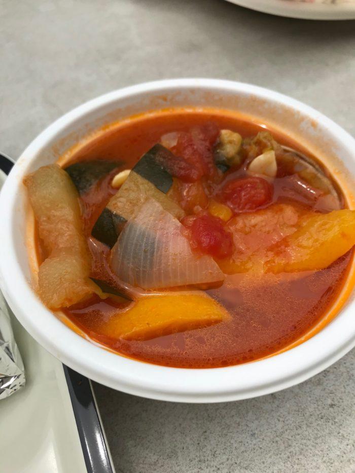 横山農園さんの野菜たっぷりトマトスープ