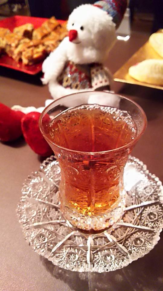 国際芸術家センター「大使館でお茶を第4回アゼルバイジャン」サモワールで淹れたアゼルバイジャンの紅茶
