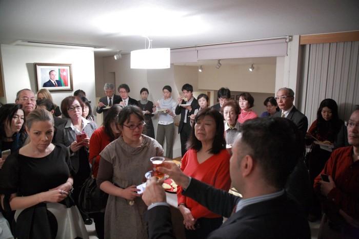 国際芸儒家センター「大使館でお茶を第4回アゼルバイジャン大使館」アゼルバイジャンの紅茶の飲み方を伺う。