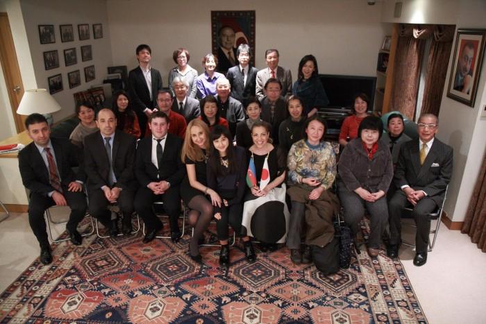 国際芸儒家センター「大使館でお茶を第4回アゼルバイジャン大使館」皆で記念撮影。