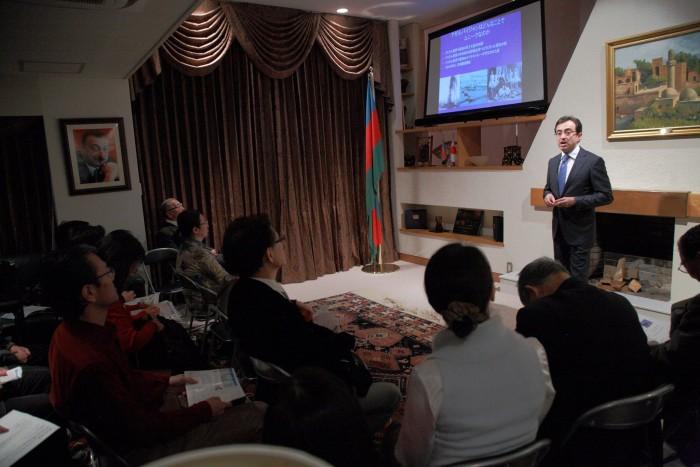 国際芸儒家センター「大使館でお茶を第4回アゼルバイジャン大使館」アゼルバイジャン大使のプレゼン
