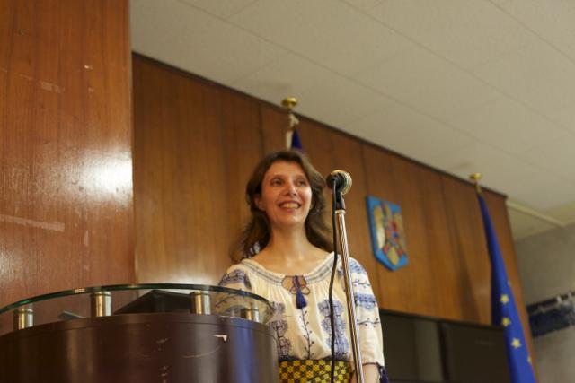 「大使館でお茶を第8回ルーマニア大使館」大使秘書のシルヴィア・チェルケアザさん。