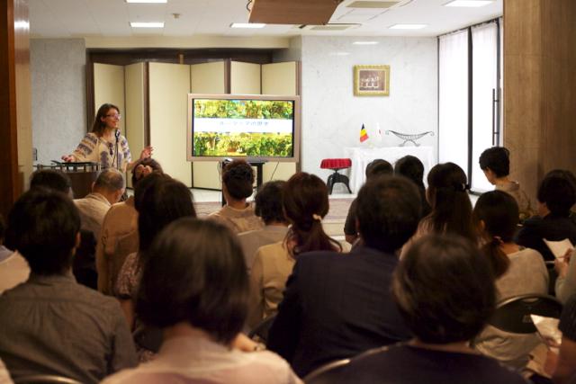 「大使館でお茶を第8回ルーマニア大使館」シルヴィアさんによるお国紹介タイム