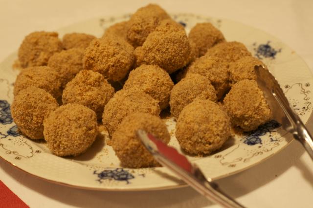 ルーマニアのお菓子、プラム入りのジャガイモ団子 Gonboţi「ゴンボツィ」