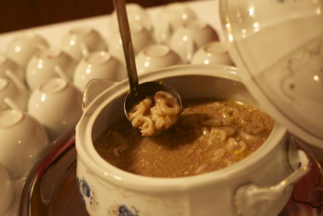 国際芸術家センター大使館でお茶を、ルーマニア料理ムチェニチ