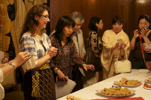 国際芸術家センター「大使館でお茶を第8回ルーマニア」ルーマニア料理を囲んで