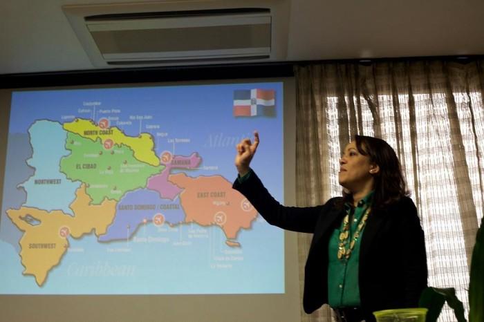 「大使館でお茶を第6回ドミニカ共和国」ナビゲーターして下さったのは大使館のジョセリンさん。