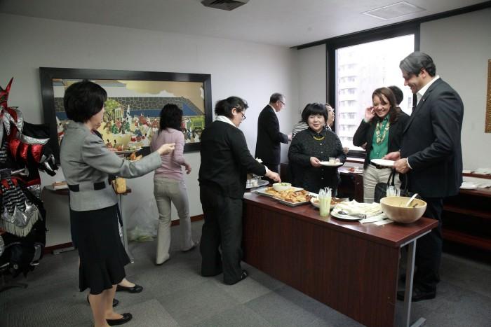 国際芸術家センター「大使館でお茶を第6回ドミニカ共和国」懇親タイム