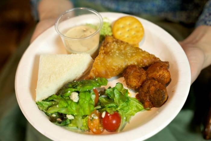 「大使館でお茶を第6回ドミニカ共和国」「大使館でお茶を第6回ドミニカ共和国」お国の軽食をサラダやサンドイッチと共にワンプレートに。