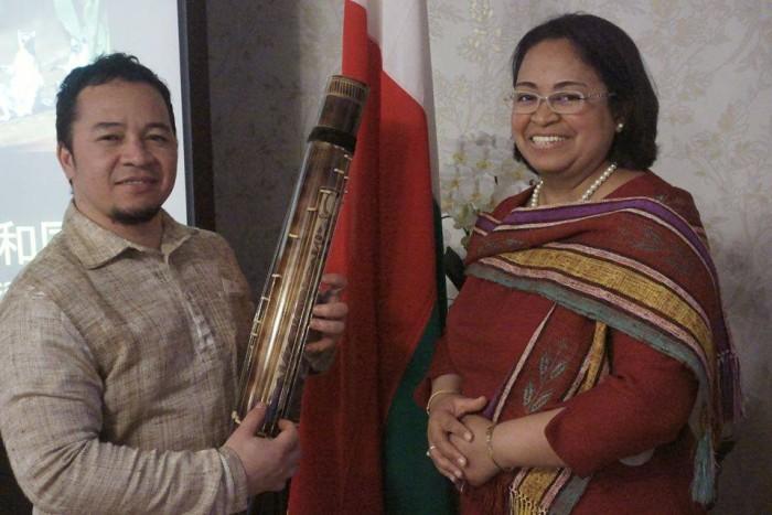 国際芸術家センター「大使館でお茶を第5回マダガスカル大使館」マダガスカル大使夫妻