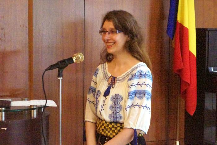 国際芸術家センター「大使館でお茶を第8回ルーマニア」大使秘書シルヴィア・チェルケアザさん