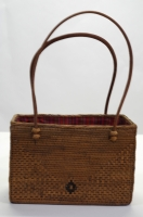 バリ島にて古来より作られてきた専門職人による手作りのバック