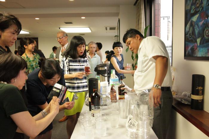 「大使館でお茶を第10回グァテマラ大使館」懇親タイム