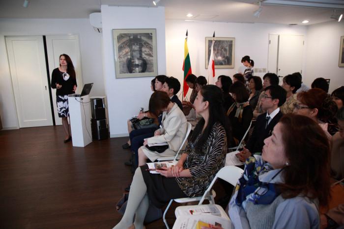 「大使館でお茶を第11回リトアニア共和国大使館」ガリナさんによるお国プレゼン。