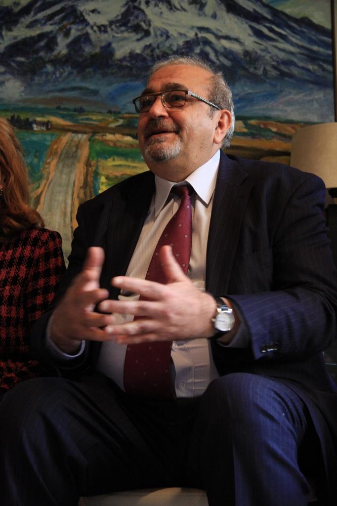 国際芸術家センター「大使館でお茶を第7回アルメニア」アルメニア大使グラン・ポゴシャンさん