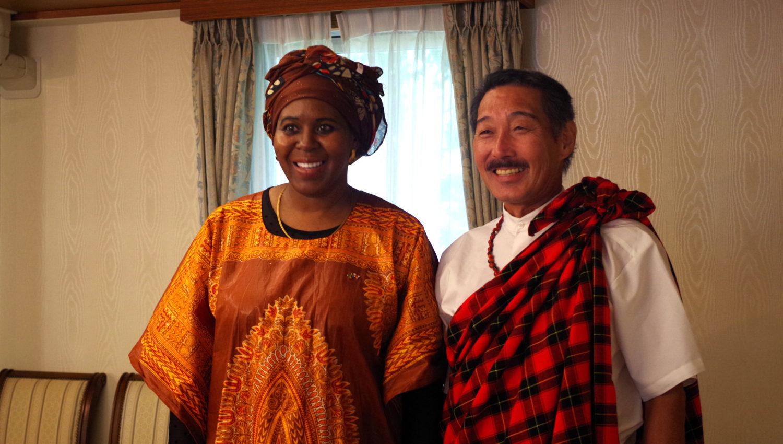 国際芸術家センター「大使館でお茶を第1回タンザニア大使館」タンザニア前大使と会員。