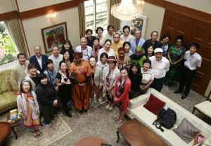 タンザニア大使館お茶会集合写真国際芸術家センター(IAC)トップページ写真